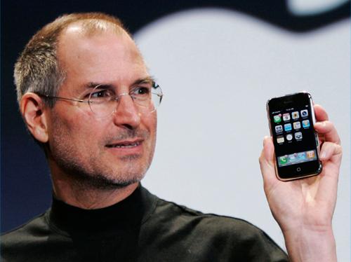 ジョブスがAppleのCEOを引退して会長職へ